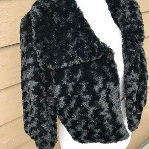 Jolt vintage-feel velvety shrug jacket!